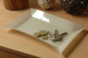 Miska vytvořená z listu papíru a pryskyřice