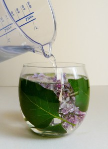 Dekorace ze skleničky a pryskyřice